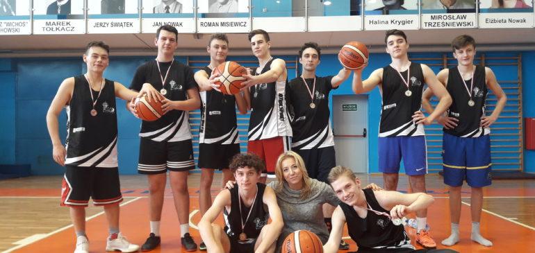 Srebro dla Koszykarzy z liceum
