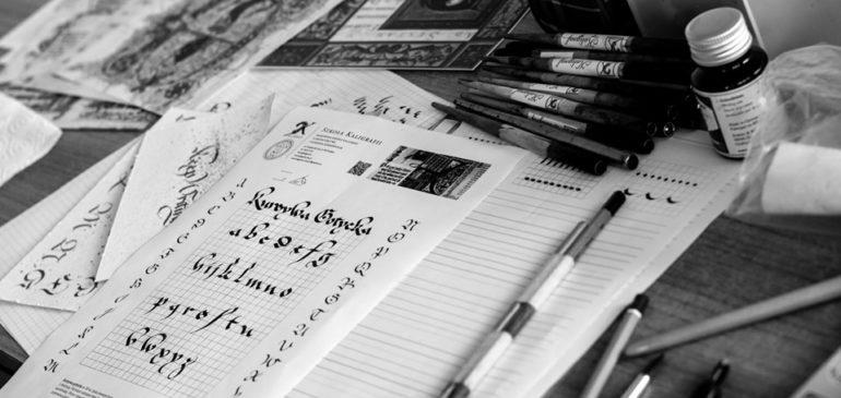 Historycy sztuki na warsztatach kaligrafii
